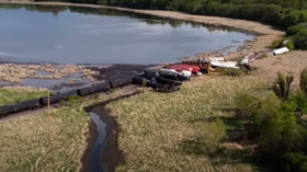 Hazmat team responds to hydrochloric acid leak after 50-car train derails in Albert Lea, Minnesota (VIDEO)
