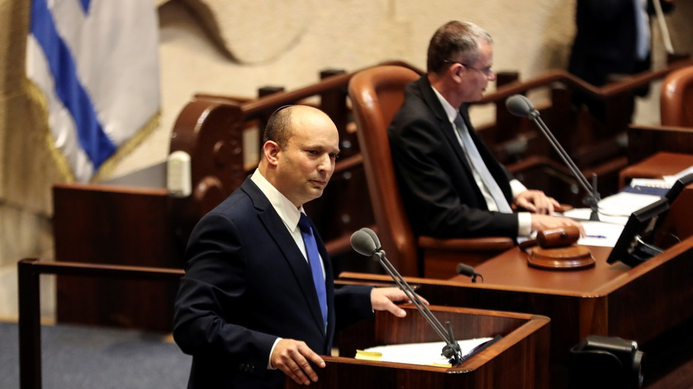 Netanyahu's party MPs heckle rival Bennett as he delivers speech at Knesset session to confirm new Israeli govt (VIDEO)