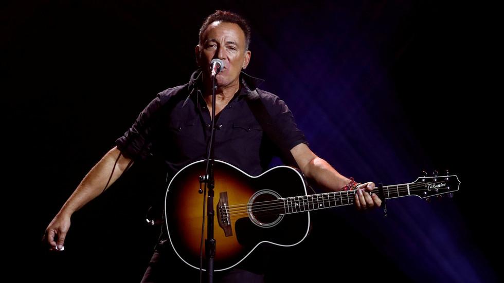 """Springsteen-Konzert in New York: Ein gefährlicher Weg bahnt sich an mit der Ausschließung von denjenigen die nicht die """"korrekte"""" Impfung erhalten haben"""