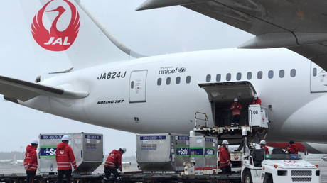 Workers load vaccines against the coronavirus disease (COVID-19) to an airplane before the plane, heading towards Taiwan, takes off from an airport in Narita, Japan © Taiwan Economic and Cultural Representative Office in Japan/Handout via REUTERS