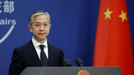 FILE PHOTO: Chinese Foreign Ministry spokesman Wang Wenbin attends a news conference in Beijing, China November 9, 2020. © REUTERS/Tingshu Wang