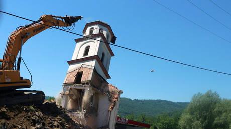 A digger demolishes a Serbian Orthodox church in Konjevic Polje, Eastern Bosnia on June 5, 2021 © STR / AFP