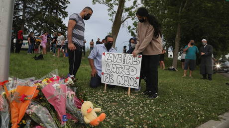 A makeshift memorial at the fatal crime scene in London, Ontario, Canada. ©REUTERS / Carlos Osorio