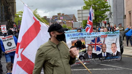 Anti-Northern Ireland protocol protestors demonstrate during a rally organised by mid-Ulster coalition of Unionists and Loyalists, in Portadown, Northern Ireland, (FILE PHOTO) © REUTERS/Clodagh Kilcoyne