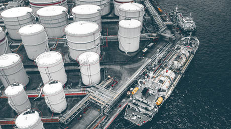 China starts work on the world's largest LNG storage unit