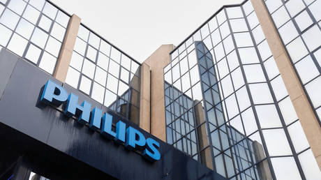 FILE PHOTO. The logo of Philips is seen at the company's entrance in Brussels. © Reuters / Francois Lenoir.