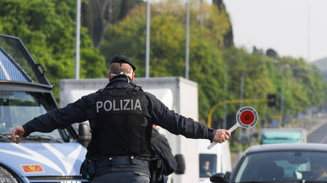 Bomb found in Italian official's car close to Euro 2020 host stadium in Rome - rt
