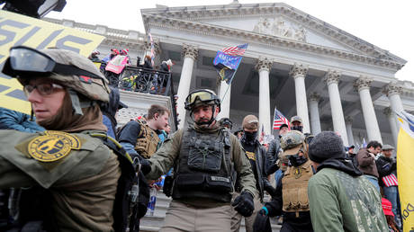 FILE PHOTO: Members of the 'Oath Keepers' militia protest against the certification of the 2020 US presidential election on Capitol Hill, Washington, DC, January 6, 2021 © Reuters / Jim Bourg