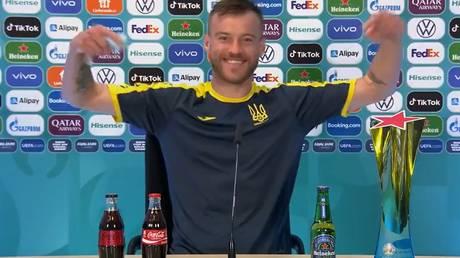 Yarmolenko referred to Ronaldo's antics as he joked about sponsors Coca-Cola and Heineken. © Twitter