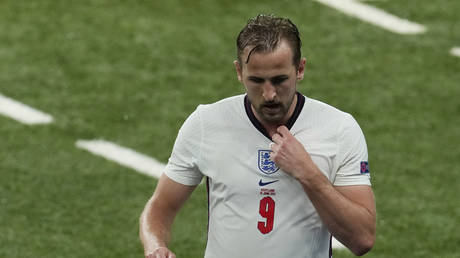 Harry Kane was taken off in the second half, after a disappointing night against Scotland. © Reuters