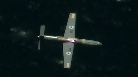 A drone being targeted by a plane-mounted laser during tests over the Mediterranean Sea. © Twitter / Israeli Ministry of Defense