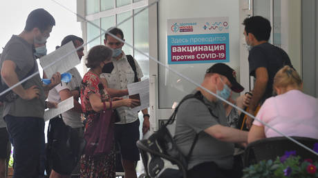 Visitors to the Healthy Moscow pavilion in Sokolniki Park expect to be vaccinated against COVID-19б 20.06.2021, Russia. © RIA
