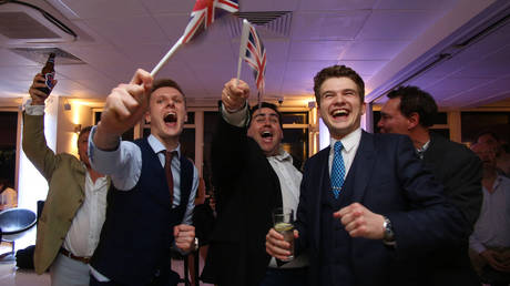 FILE PHOTO. Leave.EU supporters wave Union flags and cheer as the results come in at the Leave.EU referendum party at Millbank Tower in central London. © AFP / GEOFF CADDICK.