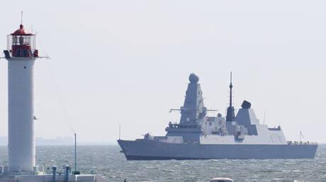 British Royal Navy's Type 45 destroyer HMS Defender arrives at the Black Sea port of Odessa, Ukraine June 18, 2021. © REUTERS/Sergey Smolentsev