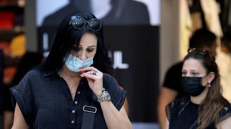 Israeli women wear protective masks against Covid-19 in Jerusalem on June 25, 2021. © Emmanuel DUNAND / AFP
