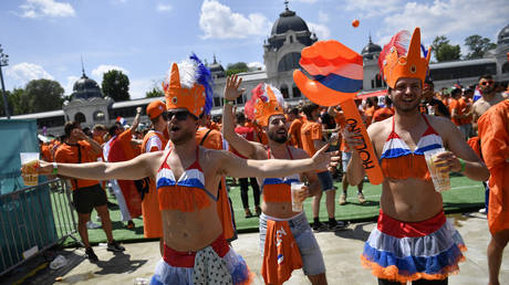 Dutch fans massed in Budapest before their team took on the Czech Republic at Euro 2020. © Reuters