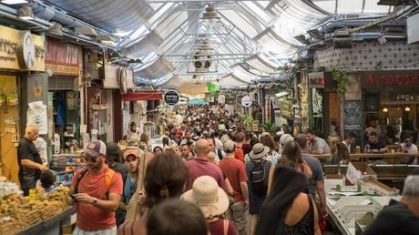 Crowds of shoppers at Mahane Yehuda Market in Jerusalem, Israel © Wikipedia