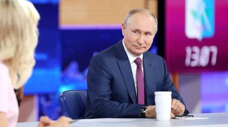 """Russian President Vladimir Putin attends an annual televised phone-in with the country's citizens """"Direct Line with Vladimir Putin"""" at the Moscow's World Trade Center studio in Moscow, Russia, 30.06.2021. © Sputnik"""