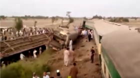 50 killed, 70 injured after 2 express trains collide in Pakistan (VIDEOS)