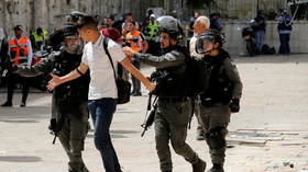 Clashes between Palestinians and Israeli police break out after Friday prayers on Temple Mount in Jerusalem (VIDEO)