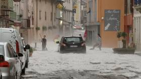 Freak storm buries French town in deluge of hail, locals forced to dig way out of homes (VIDEOS)