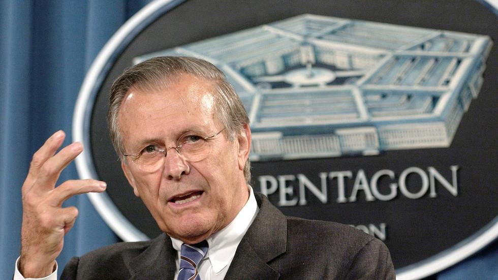 Ich habe aus nächster Nähe gesehen, wie Rumsfeld absichtlich den Tod von US-Truppen zum persönlichen Vorteil verursacht hat. Er verdient einen besonderen Platz in der Hölle