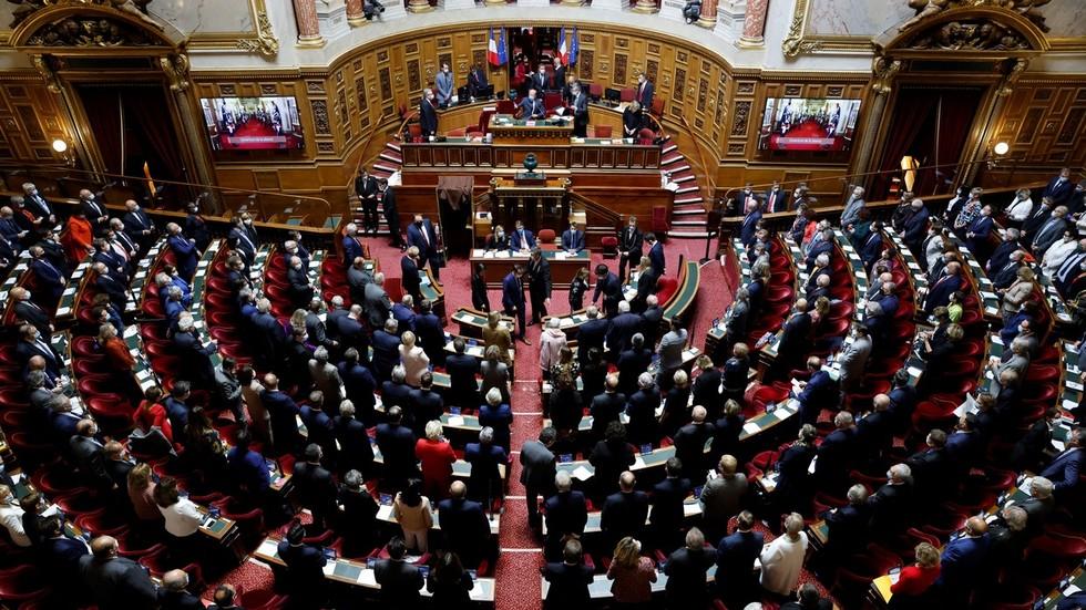 Französische Regierung erwägt, die Corona-Impfung für 24- bis 59-jährige VERPFLICHTET zu machen