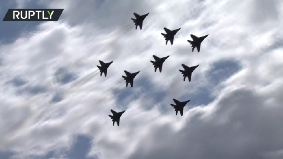 WATCH Russia's Swifts aerobatic team amaze the crowds with a dazzling display in NINE MIGS at MAKS-2021