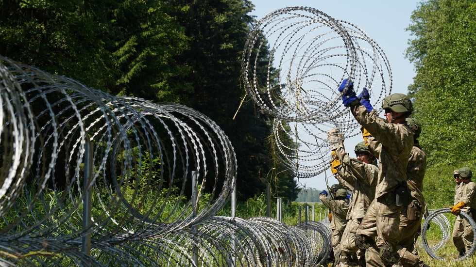 Barbed welcome: As migrant crossings surge, Estonia to gift Lithuania 100km of sharp RAZOR WIRE for border fences
