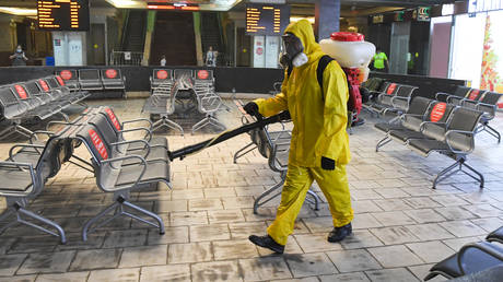 Russian Emergency Situations Ministry employees carry out disinfection of Kazansky Railway Station amid the ongoing COVID-19 pandemic, in Moscow, Russia. © Sputnik