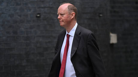 Britain's Chief Medical Officer for England Chris Whitty arrives at 10 Downing Street in central Londonю © AFP / Ben STANSALL