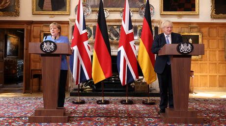 German Chancellor Angela Merkel and Britain's Prime Minister Boris Johnson attend a joint news conference at Chequers, the official country residence of the Prime Minister, in Buckinghamshire, Britain July 2, 2021. © Reuters / Jonathan Buckmaster