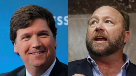 Tucker Carlson (L) and Alex Jones (R) © Reuters / Lucas Jackson and Jim Bourg