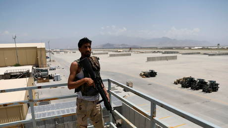 An Afghan soldier stands guard on a security tower in Bagram US air base, after American troops vacated it, in Parwan province, Afghanistan, July 5, 2021 © Reuters / Mohammad Ismail