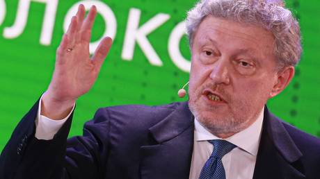 Co-founder of the Russian United Democratic Party Yabloko Grigory Yavlinsky addresses his supporters during a convention of the Yabloko party in Moscow, Russia. © Sputnik / Anton Denisov