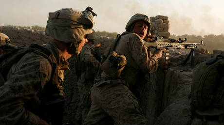 FILE PHOTO: U.S. Marines fire during a Taliban ambush as they carry out an operation to clear an area in Helmand province, Afghanistan, October 9, 2009. © REUTERS/Asmaa Waguih