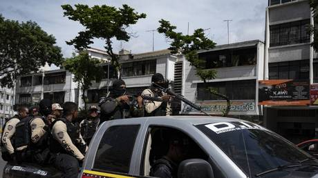 Security forces in Caracas during clashes against alleged members of a criminal gang in the surroundings of La Cota 905 neighborhood on July 8, 2021 © Yuri CORTEZ / AFP