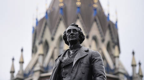 A statue of former Canadian Prime Minister Sir John A. Macdonald is pictured on Parliament Hill in Ottawa on Thursday, June 3, 2021.© Global Look Press / Keystone Press Agency