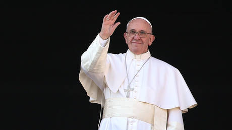 Pope Francis waves to the faithful as he delivers his 'Urbi et Orbi' blessing message from the central balcony of St Peter's Basilica on December 25, 2015 in Vatican City, Vatican. © Franco Origlia/Getty Images
