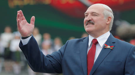 FILE PHOTO: Belarusian President Alexander Lukashenko gestures as he takes part in the celebrations of Independence Day in Minsk, Belarus July 3, 2020. © REUTERS/Vasily Fedosenko