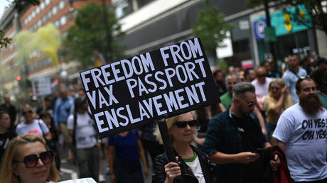 Anti-Vaccine and anti-lockdown protestors march through central London, on June 26, 2021. © DANIEL LEAL-OLIVAS / AFP