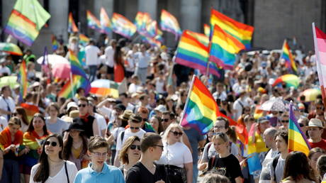 """FILE PHOTO: People attend the """"Equality Parade"""" rally in support of the LGBT community, in Warsaw, Poland June 19, 2021. © REUTERS/Kacper Pempel"""