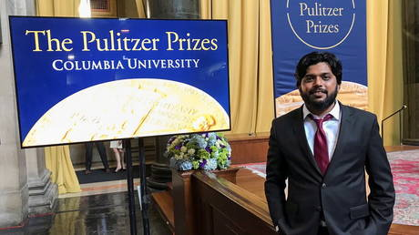 Danish Siddiqui, a Reuters photographer based in India, poses for a picture at Columbia University's Low Memorial Library during the Pulitzer Prize giving ceremony, in New York, US, May 30, 2018. © REUTERS/Mohammad Ponir Hossain