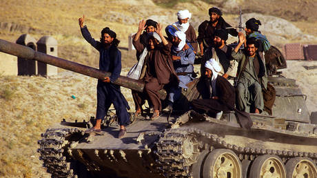 FILE PHOTO. Taliban soldiers ride on tank outside Kabul, Afghanistan. © Getty Images / Per-Anders Pettersson