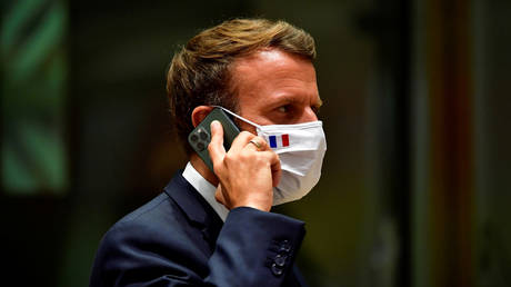 FILE PHOTO: Emmanuel Macron talks on the phone during an EU summit in Brussels, Belgium, July 20, 2020 © Reuters / John Thys
