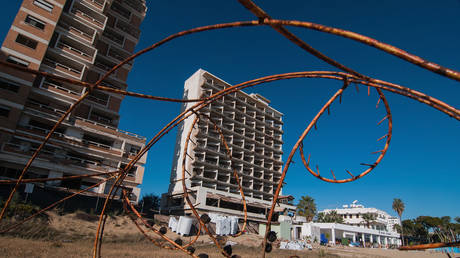 An abandoned hotel is seen in the Varosha quarter of the beach on January 5, 2017 in Famagusta, Cyprus. © Awakening/Getty Images