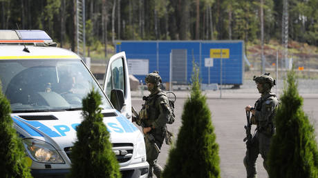 9-hr hostage crisis defused after Swedish prisoners release guards in exchange for PIZZA