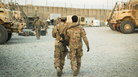 FILE PHOTO: A US soldier from the 3rd Cavalry Regiment walks with the unit's Afghan interpreter before a mission near forward operating base Gamberi in the Laghman province of Afghanistan, December 11, 2014. © Reuters / Lucas Jackson