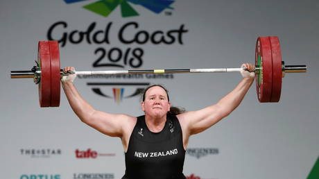 FILE PHOTO: Weightlifting - Gold Coast 2018 Commonwealth Games - Women's +90kg - Final - Carrara Sports Arena 1 - Gold Coast, Australia - April 9, 2018. Laurel Hubbard of New Zealand competes. © REUTERS/Paul Childs