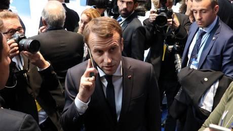 FILE PHOTO: Emmanuel Macron speaks on the phone during the European Social Summit in Gothenburg, Sweden, November 17, 2017 © AFP / Ludovic Marin